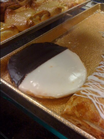 jerry black and white cookie
